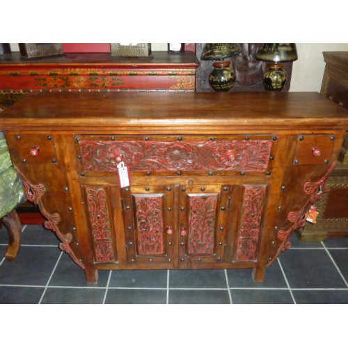 Buffet bas sculpté patine rouge