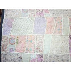 Statue de buddha sur fleur de lotus