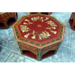 Table octogonale rouge et Maharadja