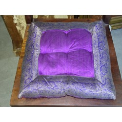 Galette de chaise bords en brocard violet 38x38 cm