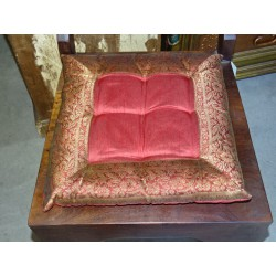 Galette de chaise bords en brocard bordeaux 38x38 cm