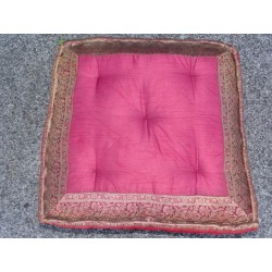 Coussin de sol bords en brocard bordeaux 57x57 cm