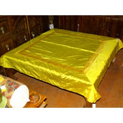 Nappe de table jaune et bord brocart