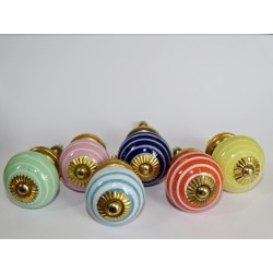 Lot de 6 boutons en porcelaine avec traits - Lot 44