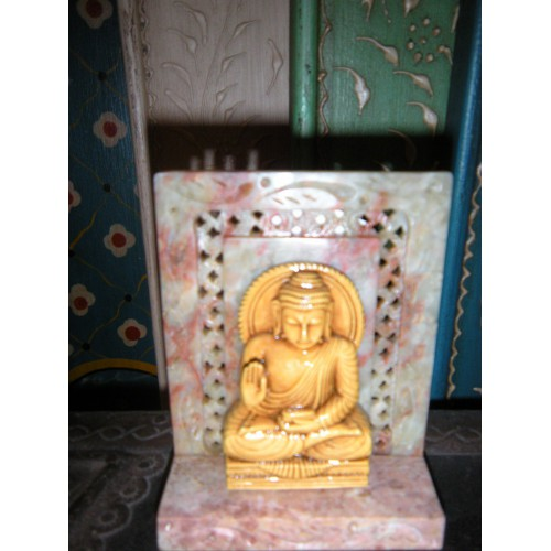 Petite statuette de buddha assis en résine