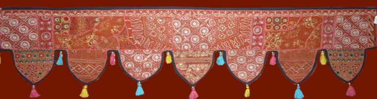 torans en coton dessus de porte r alis s partir de vieux tissus du rajasthan les. Black Bedroom Furniture Sets. Home Design Ideas
